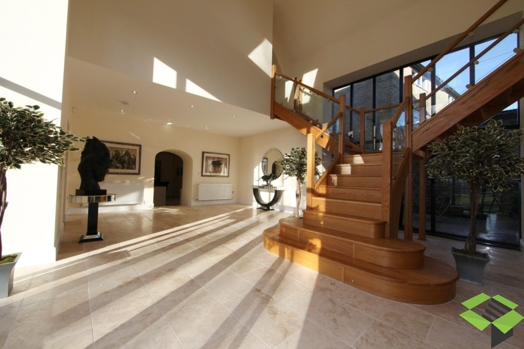 Grand T-Shape Oak Staircase Open and Closed Plan with Feature Treads